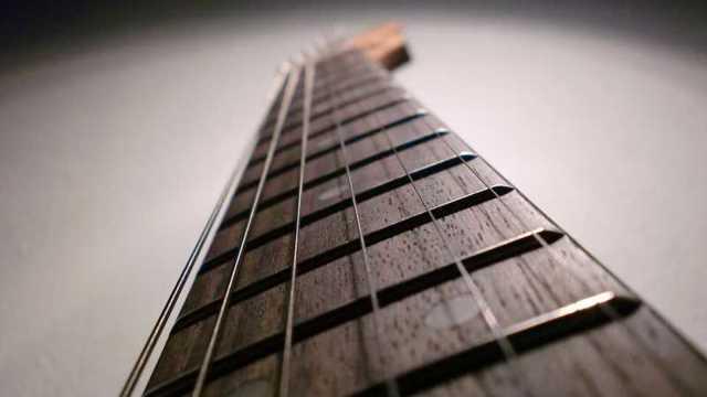 Как выбрать электрогитару: советы для начинающих музыкантов