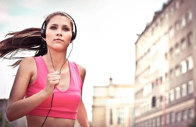 Музыка для занятий спортом: когда нужна, а когда мешает?