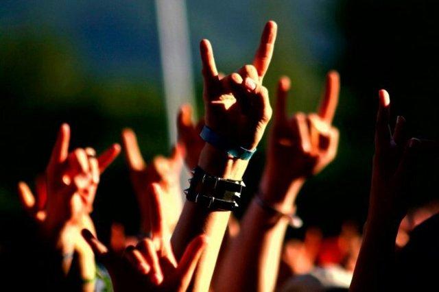 Как удержать музыкантов в рок-группе?